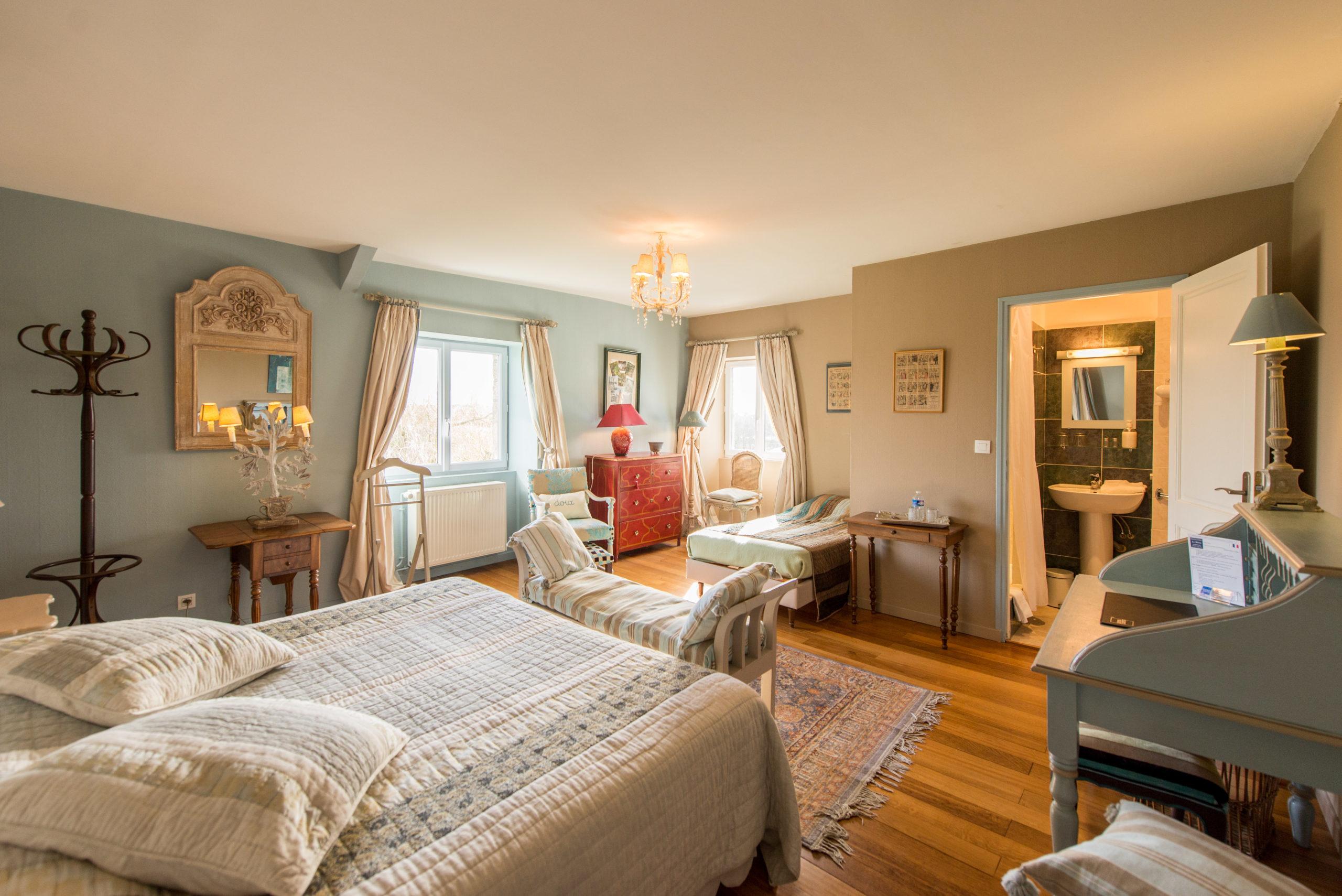 casa senhorial B&B La Barbinais chambres hotes saint malo poplar king size bed bathroom