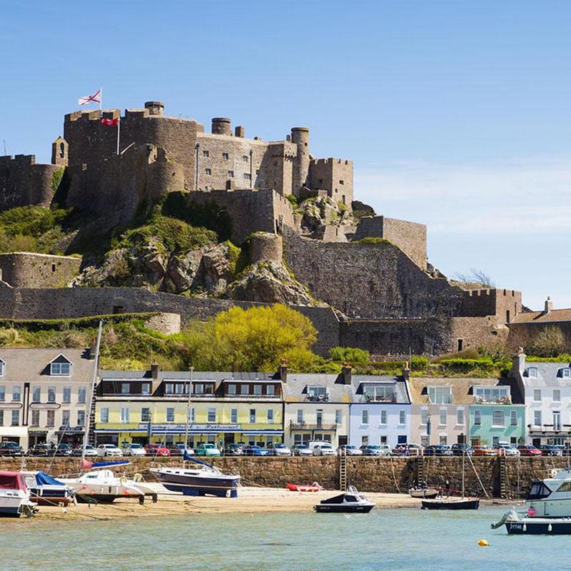 Kanalinseln Guernsey Jersey Burgmauern Saint-Pierre Hafen