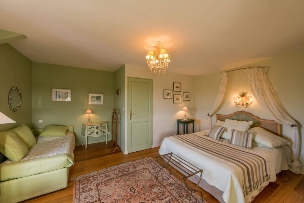 casa solariega B&B Rental Brittany La Barbinais bed and breakfast saint malo cezembre extra bed