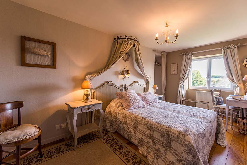 casa senhorial francesa XVIII BB La Barbinais alugando cama e pequeno almoço saint malo cote campagne cama dupla vista campo