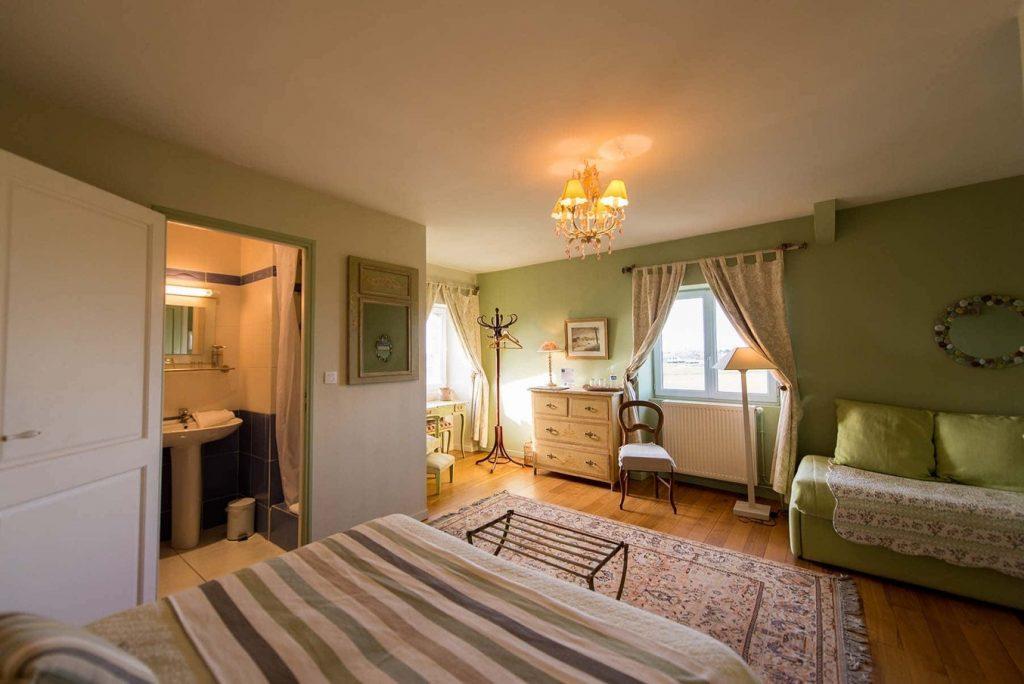 manoir francais XVIII BB La Barbinais location chambres hotes saint malo triple salle de bain
